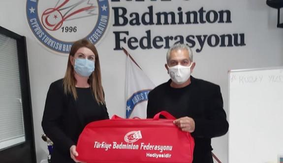 Badminton Federasyonu, kulüplere yardım yaptı