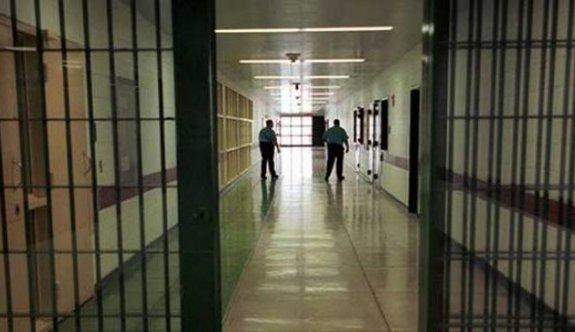 Cezaevi'nde bir gardiyan daha pozitif çıktı