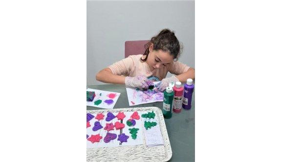 Çocuklar rengarenk süsler hazırladı