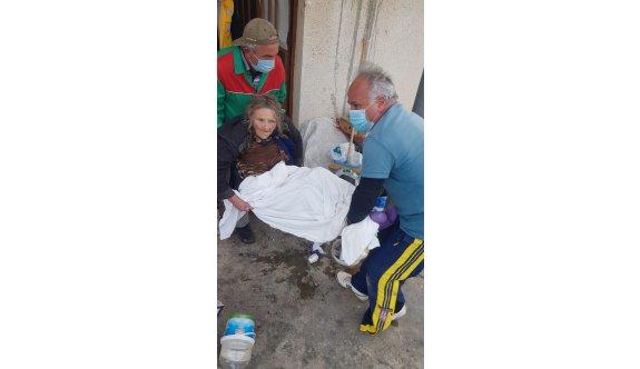 Çöp evden kurtarıldı, hayata tutunamadı