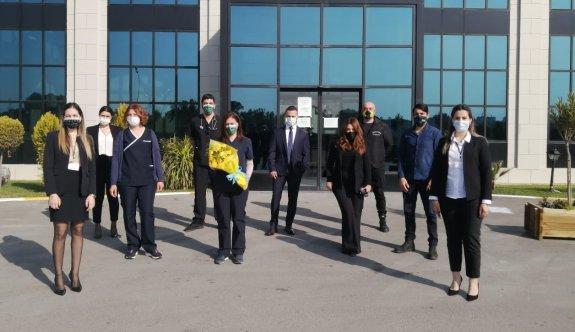 Fenerbahçeliler'den, Pandemi Hastanesi kadın çalışanlarına çiçek