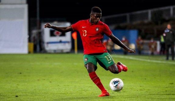 Futbolun yeni gözbebeği: Nuno Mendes