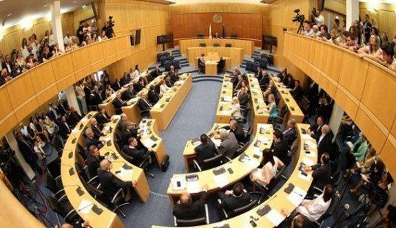 Güney'de Meclis'teki partiler Kıbrıs sorununda farklı telden çaldı