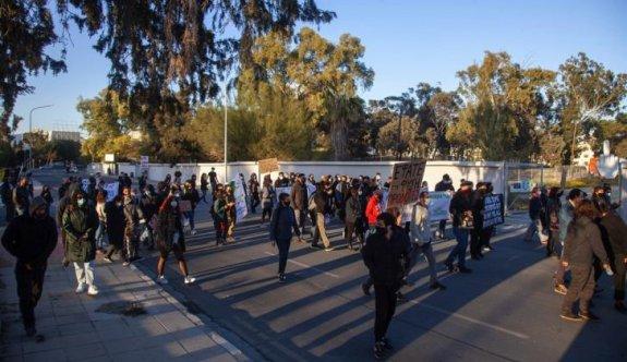 Lefkoşa'nın güneyinde büyük barışçıl protesto yürüyüşü düzenlendi