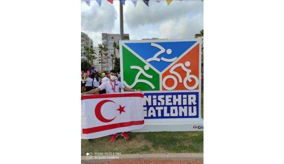Berk, Türkiye'de birinciliğe koştu
