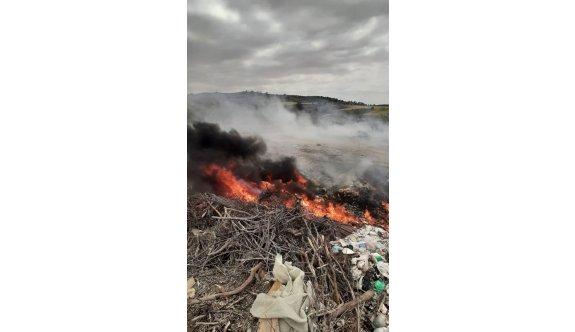 Bilinçsizce yakılan çöplüklerle insanlar zehir soluyor