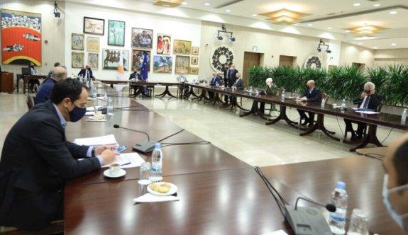 Cenevre toplantısına gidecek Rum politikacılar Pfizer aşısı yapıldı