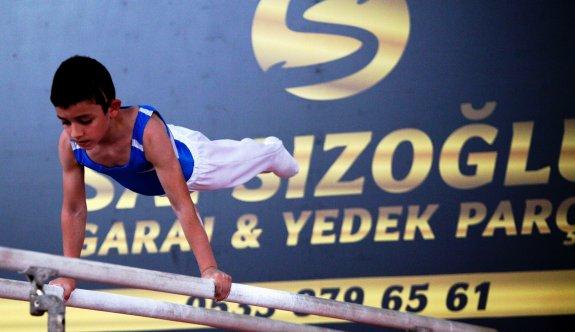 Cimnastikçilerden adrenalin dolu yarışma