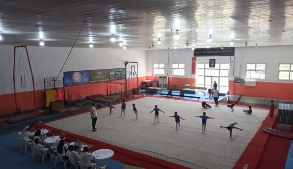 Cimnastikte heyecanlı yarışma