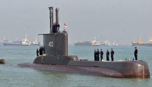 Endonezya'daki kayıp denizaltıya 850 metrede ulaştı