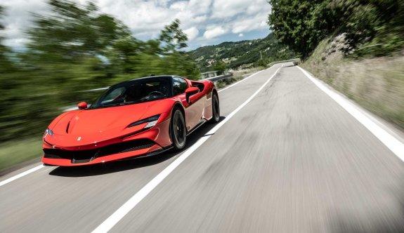 Ferrari'nin ilk elektrikli modeli 2025'te geliyor