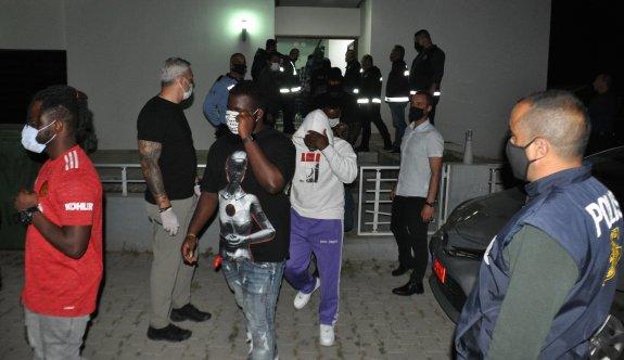 Gönyeli'de bir villaya yapılan baskında 28 kişi tutuklandı