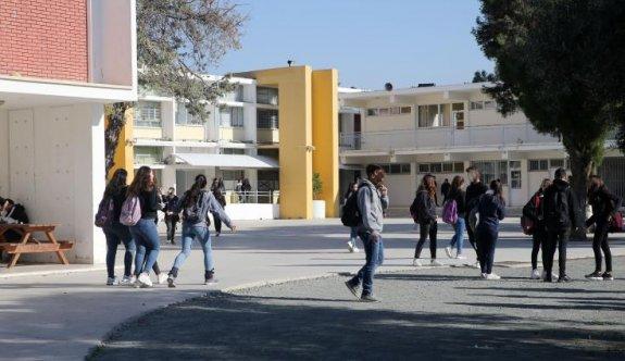 Güney Kıbrıs'ta 3 ay aradan sonra okullar bugün yeniden açıldı