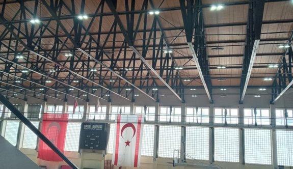 Güzelyurt'ta spor tesisleri elektriğe kavuştu
