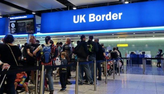 İngiliz hükümeti, seyahat edecekleri trafik ışığı sistemiyle kontrol edecek