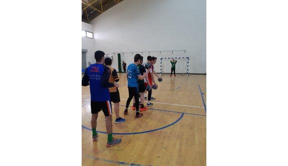 Mağusa'da hentbolcular çalışıyor