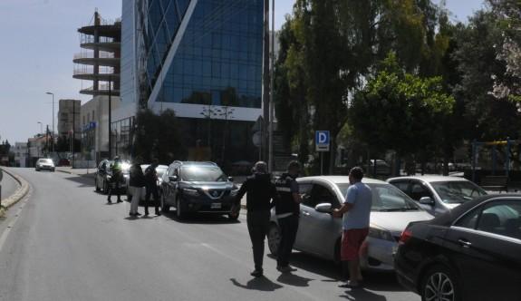 Polis sokağa çıkma yasağını ihlal edenlere göz açtırmıyor