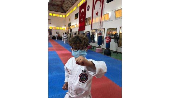 Taekwondoculardan 23 Nisan'ı kutlaması