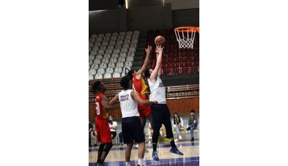 Baskette hazırlık maçları başladı