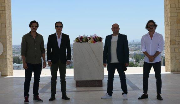 """""""Bir Zamanlar Kıbrıs"""" dizisinin oyuncularından liderimizin mezarına ziyaret"""