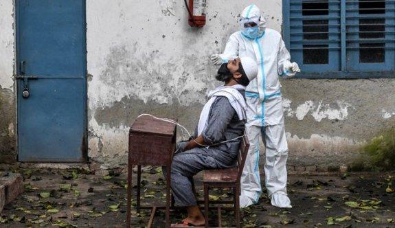Hindistan'dan yeni rekor: Günlük vaka sayısı 415 bine yaklaştı