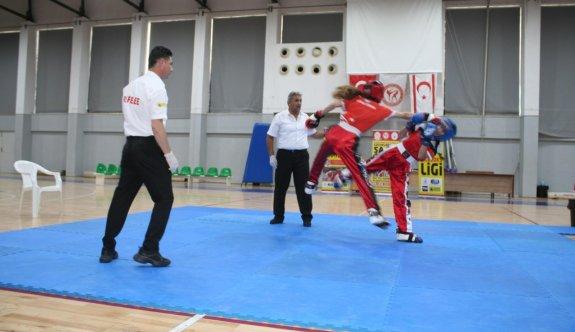 Kickboksta coşkulu yarışmalar