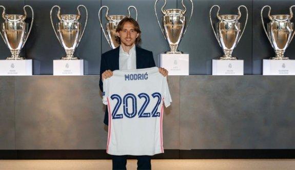 Modric 1 yıl daha Real Madrid'de