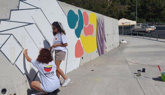 ARUCAD'liler Ciklos kavşağındaki duvarda desen çalışması yaptı