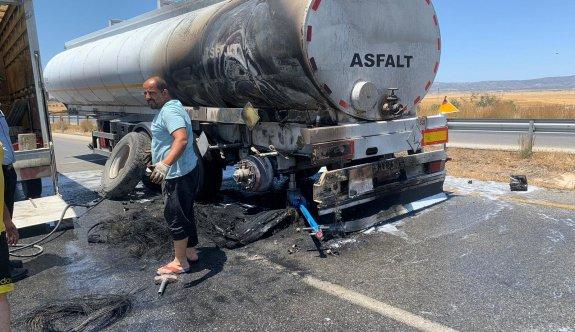 Asfalt yüklü tanker seyir halindeyken alev aldı