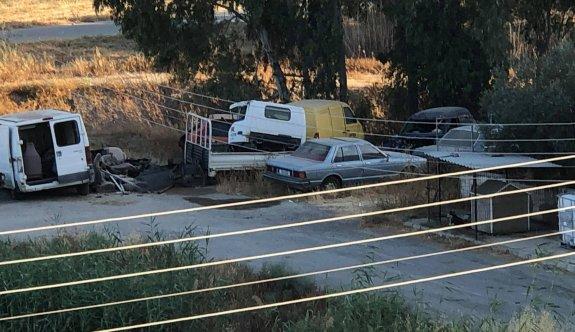 Boş arazi araba mezarlığına dönüştürüldü