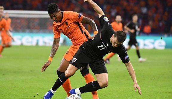 Hollanda lider çıkmayı garantiledi