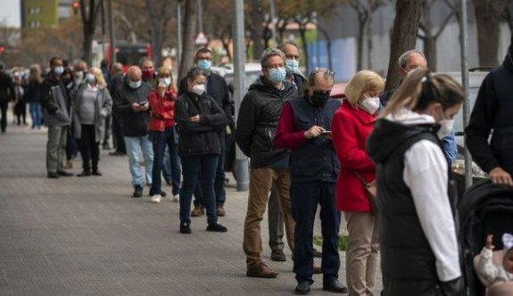 İspanya açık alanda maske kullanım zorunluluğunu kaldırıyor
