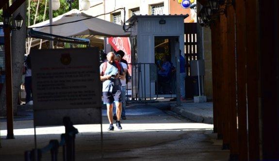 Kapılardan bugün 8737 giriş-çıkış  yapıldı
