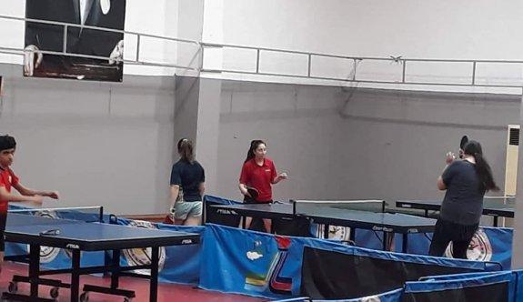 Masa Tenisi milli takımı çalışıyor