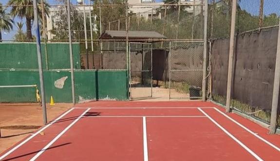 Özkahraman, tenis kortunu yeniledi