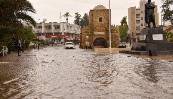 Sağanak yağış Lefkoşa'da etkili oldu