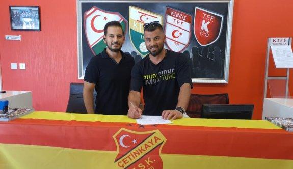 Şampiyon kaleci Çetinkaya'ya imzayı attı