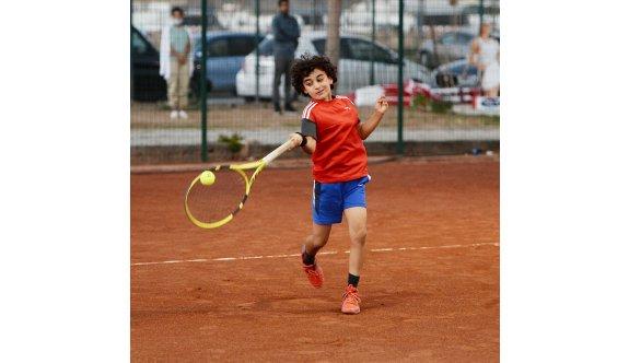 Teniste performans tur zamanı