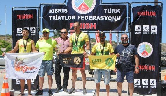 Triatloncular zoru başardılar