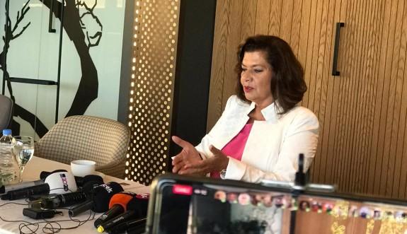 Afet Özcafer partisinden istifa etti