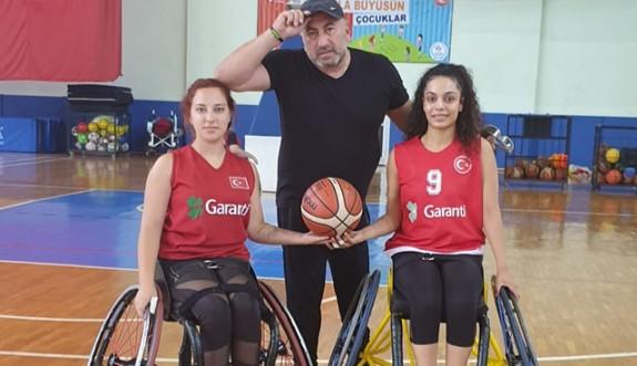 Aspelyalılar,Türkiye Milli Takımı antrenmanında