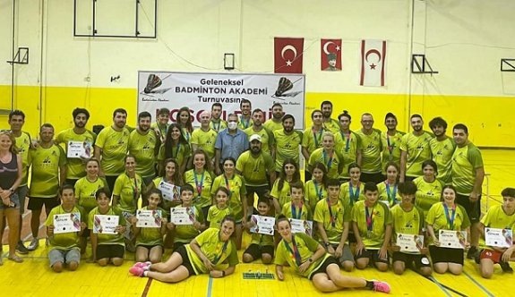Badminton Akademi turnuva zevkli geçti