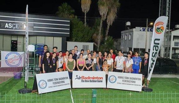 Badmintonda gençler yarıştılar