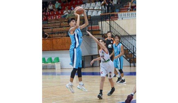 Basketbol U15'te nefes kesen başlangıç