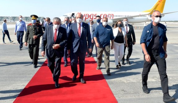 Cumhurbaşkanı Tatar ülkeye döndü