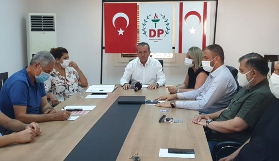 DP, Başbakanı, Anayasa ve hükümet protokolüne uygun davranmaya çağırdı