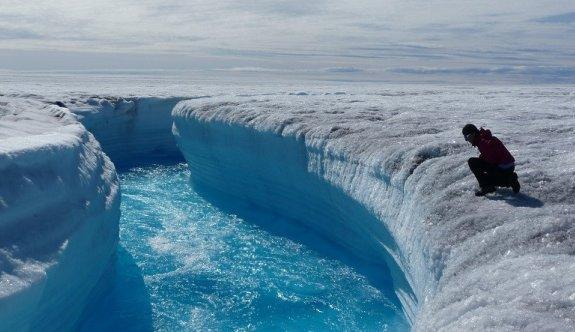 Grönland hızla eriyor