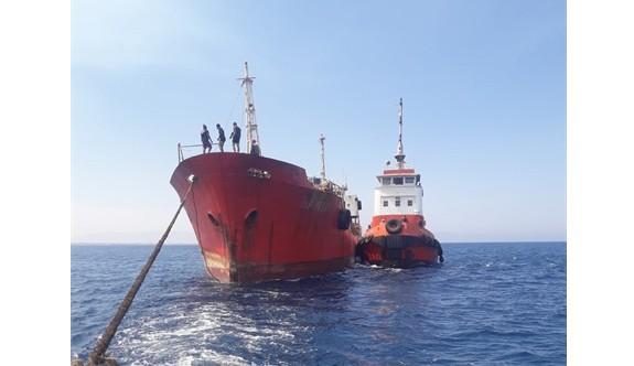 Gülseren bölgesinde geçen yıl karaya oturan tanker kurtarıldı
