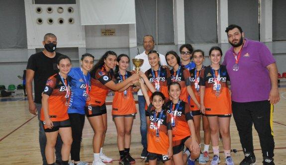 Hentbol U-14'ün şampiyonu DİGEM
