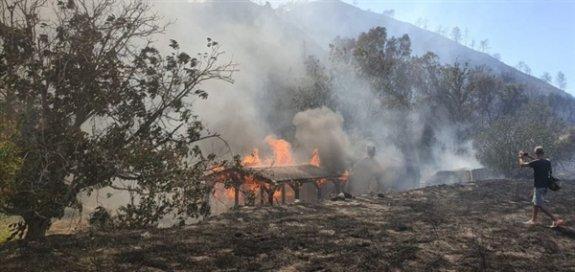Limasol'daki yangın halen kontrol altına alınamadı